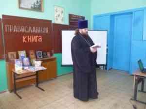 Священник Евгений Неверов в Нижнешибряйской школе