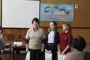 Исследовательская группа Моисеево-Алабушской школы со своим руководителем Т.Н. Мешковой, учителем географии.