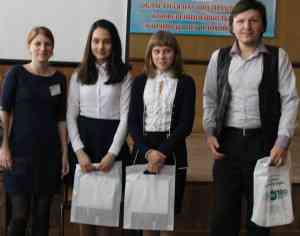 Исследовательская группа Нижнешибряйской школы со своим руководителем С.Н. Суторминым, учителем географии.